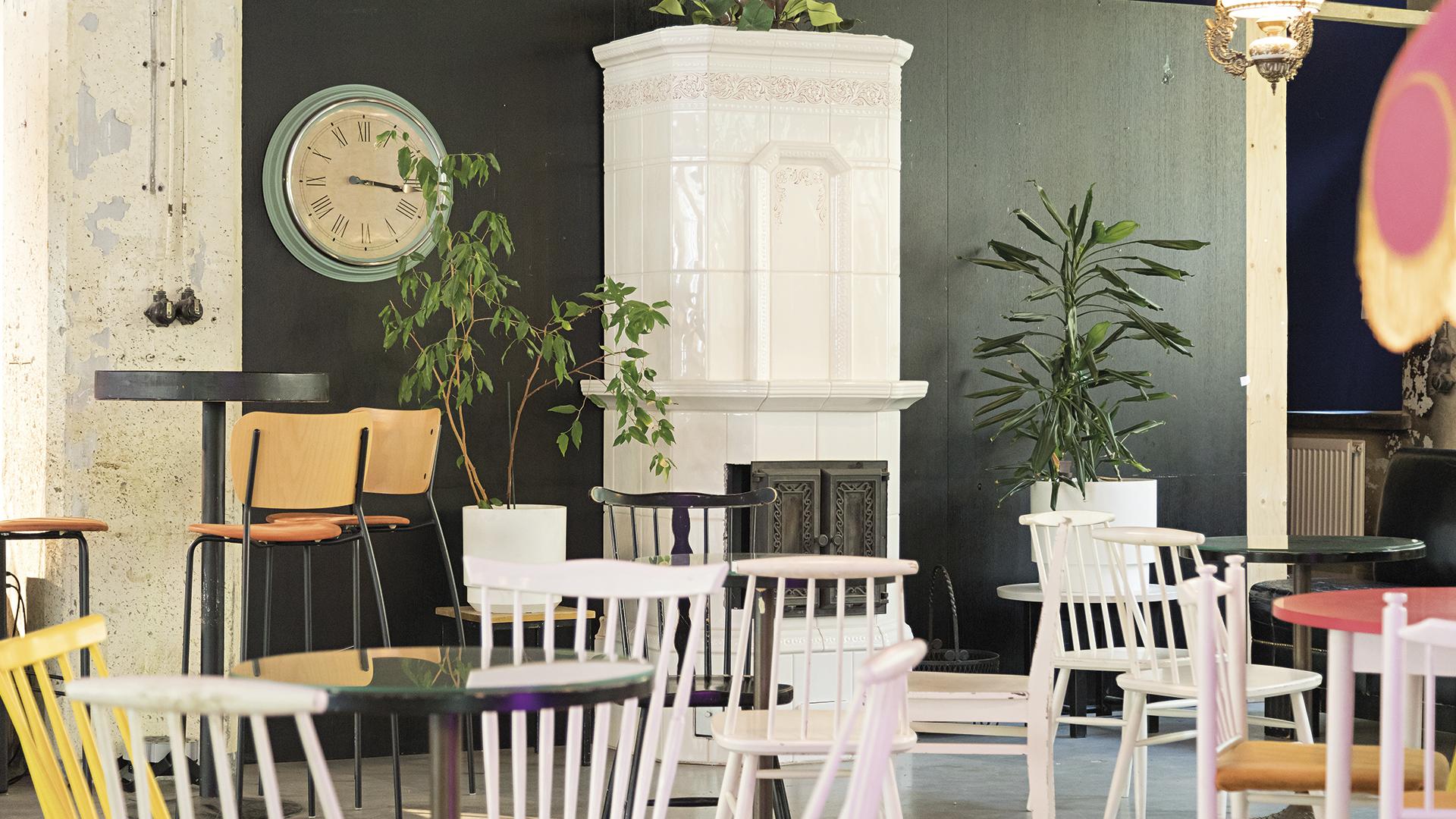Tehdas-108-kahvilan-istumatilat